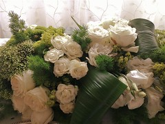 Roses au mariage du cousin Philippe (Gilbert-Noël Sfeir Mont-Liban) Tags: cousin cousins parents famille mariage wedding noces chrétiens christen christentum chrétienté christians christianity family rosen roses weiss blanc white whiteroses liban lebanon