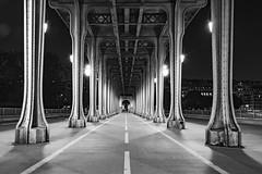 pont de bir-hakeim (Rudy Pilarski) Tags: nikon tamron d7100 2470 birhakeim thebestoffnikon nb bw monochrome paris capitale urbano urban urbain architecture architectura nuit night perspective light lumière luz pont bridge europe europa