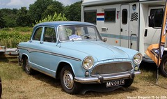 Simca Aronde P60 Étoile 1963 (XBXG) Tags: mn0814 simca aronde p60 étoile 1963 simcaaronde etoile blue bleu classiccarsaeroplanes 2018 seppe breda international airport ehse seppeairport vliegveldseppe seppeairparc vliegveld luchthaven aéroport meeting carmeeting bosschenhoofd noordbrabant brabant nederland netherlands holland paysbas vintage old classic french car auto automobile voiture ancienne française vehicle outdoor