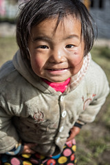 Portrait of a funny little girl in the village of Laya - Gasa District - Snowman Trek - Bhutan (PascalBo) Tags: nikon d500 asie asia southasia asiedusud drukyul drukgyalkhap bhutan bhoutan འབྲུག་ཡུལ། འབྲུག་རྒྱལ་ཁབ་ snowman trek trekking hike hiking lunana gasa himalaya himalayas jigmedorjinationalpark laya layap people portrait kid child enfant girl fille outdoor outdoors pascalboegli