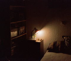 Nocturna (Diego Leon y Bethencourt) Tags: kodak colorplus 200 canon eos 300 ef 28 90 patones torrelaguna chinchon madrid atazar mercados analogico film
