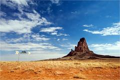 Agathla Peak (Sandra Lipproß) Tags: agathla elcapitan kayenta monumentvalley arizona reise usa unitedstatesofamerica southwest vulkan peak berg mountain wüste desert blau blue orange himmel sky outdoor navajo volcano travel