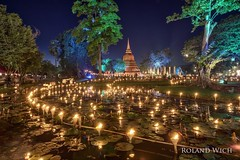 Sukhothai - Loy Krathong (Rolandito.) Tags: asia south east southeast thailand sukhothai light candle candles festival lee li peng loi loy krathong lake dusk twilight