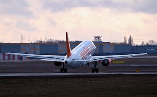 Airbus A320-214 G-EZUO — EasyJet Airlines