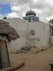 Lamu - Kenya 2003 (wietsej) Tags: lamu kenya 2003 nikon coolpix 4500 church city street