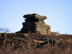 Mother Cap from Surprise View, March 2018 (Dave_Johnson) Tags: surpriseview surprise view peakdistrict nationalpark peaks hills derbyshire longshaw longshawestate hopevalley rock rocks geology mothercap