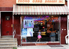 Eloise in Chinatown? (Something Sighted (on the road)) Tags: philadelphia chinatown streetphotography philadelphie pennsylvania scènederue