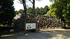 Original Keep Walls (Hazbones) Tags: samurai sengokujidai iwakuni yamaguchi yokoyama castle kikkawa suo chugoku mori honmaru ninomaru demaru wall armor spear teppo gun matchlock map ropeway