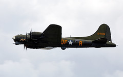 B-17 Flying Fortress (Bernie Condon) Tags: bigginhill airport londonbigginhill historic airfield airshow aviation display flying aircraft planes plane festivalofflight boeing b17 flyingfortress usaaf bomber ww2 vintage preserved warplane military sallyb
