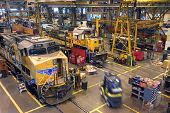 Getting overhauled (Moffat Road) Tags: unionpacific up shop locomotiveshop emd gp402 1383 ge es44ac 7761 downingbjenksshop jenksshop overhaul shopfloor northlittlerock arkansas locomotive train railroad ar