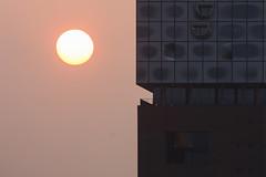 Wüstenstaub und Wüstenarchitektur (Lilongwe2007) Tags: hamburg deutschland sonnenaufgang nebel wüstenstaub dunst elphi elbphilharmonie plaza architektur moderne hafencity