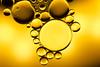 water & oil #6 (Marcus Hellwig) Tags: wasser öl wasseröl wateroil oilandwater ölundwasser makro macro gelb abstract abstrakt tropfen drops