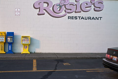 With Rosie's (travelkaefer) Tags: cadillac urlaub washington woodland abandon emptiness newspaper papers parkinglot uscar vereinigtestaaten usa america automobile car restaurant myroadtripamerica 00er