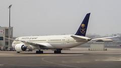 Boeing 787-9 Dreamliner HZ-AR12 Saudi Arabian Airlines (William Musculus) Tags: airport spotting dubai international dxb omdb hzar12 saudi arabian airlines boeing 7879 dreamliner