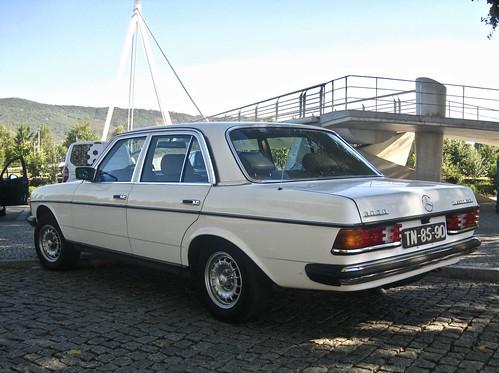 1983 MERCEDES-BENZ W123 300D Turbo-Diesel Berline - a photo on