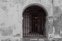Fermé (hans pohl) Tags: portugal alentejo monsaraz portails portes doors gates architecture noiretblanccoloré blackandwhite recoloured