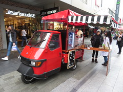 Piaggio in Rundle Mall (RS 1990) Tags: adelaide southaustralia thursday 24th may 2018 piaggio threewheeler