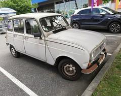 4l abandonnée (xwattez) Tags: renault 4l voiture automobile française ancienne old french car abandonnée abandonned saintorens france 2018