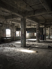 Inside Warner & Swasey (Brian Rome Photography) Tags: urbex urbanexploration abandoned travel roadtrip cleveland ohio usa america trumpland wideopen nosigns derelict old photo photograph foactory beauty industry ww2 indoor crusty rusty ruins ruined lostspace forgotten ceiling flickrunitedaward