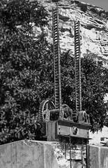 Canal de riego, Alcalá del Júcar, Albacete. (fcuencadiaz) Tags: analogica fotografiaargentica film fotografiaquimica formatomedio objetivosfijos objetivosmanuales alcaládeljucar albacete castillalamancha ilfordpanfplus ilfosol plustek linhof