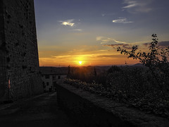 See you later, darling... (muntsa-joan-color) Tags: sunset sky landscape atardecer capvespre toscana olympus sol light luces rural