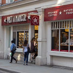 Costumers entering a Pret a Manger shop thumbnail
