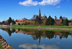 Nymburk, the city walls and the church of St. Jiljí (ZdenHer) Tags: nymburk městskéhradbyakostelsvjiljí thecitywallsandthechurchofstjiljí church city sky reflection grass park canon trees water