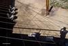 Un embolic.....Un lío. (AviAntonio) Tags: llums ombres cables cadires sillas sombras luces autoretrat jardíbotànic barcelona