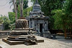"INDONESIEN, Java, Buddh. Kloster (Tempel )  nahe Tempel Candi Mendut, 17280/9798 (roba66) Tags: reisen travel explorevoyages urlaub visit roba66 asien südostasien asia eartasia ""southeastasia"" indonesien indonesia ""republikindonesien"" ""republicofindonesia"" indonesiearchipelago inselstaat java tempelanlage tempel temple yogyakarta ""buddhisttemple"" buddha relief bauwerk building architektur architecture arquitetura klodster"