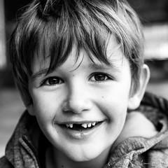 O-02 (laurent.smet) Tags: enfants portrait portraitsenextérieur pâques children dordogne portraiture noirblanc blackwhite laurentsmetphotographies