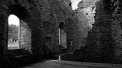 Lumière sur les ruines (BrigitteChanson) Tags: villerslaville brabant abbaye ruines bâtiment wallonie