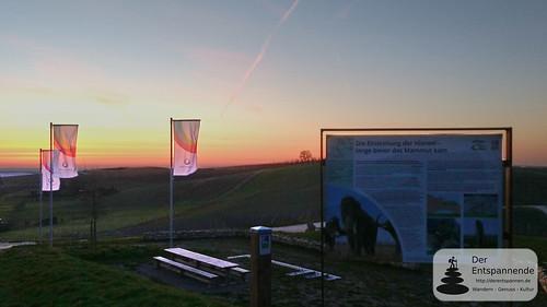 Morgenrot und Sonnenaufgang über der Hiwweltour Zornheimer Berg