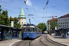 Zumindest auf dem Streckenweg der Linie 21 konnten die Züge korrekt beschildert werden: P-Zug 2006/3039 steht am Stiglmaierplatz in stadtwärtiger Fahrtrichtung (Frederik Buchleitner) Tags: 2006 3039 linie2128 linienverbund munich münchen pwagen stiglmaierplatz strasenbahn streetcar tram trambahn