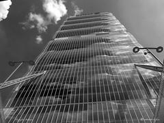 MILANO, SEMPRE PIU' IN ALTO ! (Salvatore Lo Faro) Tags: milano lombardia italia italy grattacielo torre edificio bianco nero bw nuvole isozaki lampioni citylife allianz salvatore lofaro canon g16