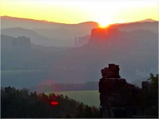 Sonnenaufgang über den Schrammsteinen