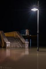 Miris per on miris, no perdis de vista el pont (E.Domènech) Tags: loriuesvida riuebre terresdelebre pontpenjantdamposta desbordament deltadelebre largaexposicion nocturna a7rii sel2470gm sedosa cielo agua