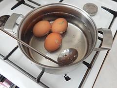 яйца-в-кастрюлю (Horosho.Gromko.) Tags: egg eggs cooking breakfast boiledeggs яйца рецепт книгаовкуснойиздоровойпище кухня еда food