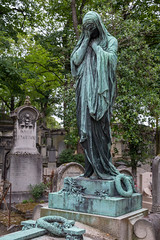 Père Lachaise Cemetery (Oleg.A) Tags: îledefrance france grave paris pèrelachaisecemetery сemetery cimetière cimetièredupèrelachaise tomb fr