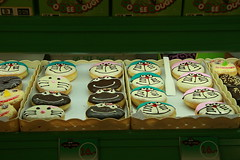 smiley donuts (the foreign photographer - ฝรั่งถ่) Tags: smiling donuts market bakery bangkhen bangkok thailand canon