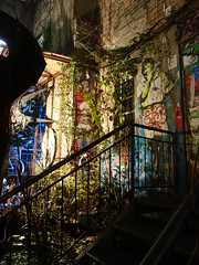 Hackesche Höfe (Luxbao) Tags: berlin grafitti night stairs germany hackesche höfe brick wall old building