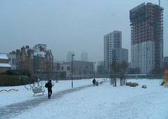 IMGP0658 (mattbuck4950) Tags: lenssigma18250mm march snow construction london camerapentaxk50 londonboroughoftowerhamlets 1canadasquare hsbctower 2018 langdonpark england unitedkingdom gbr