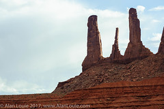 20090601 Monument Valley 037.jpg (Alan Louie - www.alanlouie.com) Tags: monumentvalley landscape arizona oljatomonumentvalley unitedstates us ussouthwest