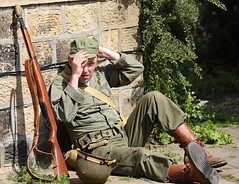 Haworth 1940's Weekend 2018 (grab a shot) Tags: canon eos 5dmarkiv haworth haworth1940sweekend england uk yorkshire westyorkshire brontecountry reenactment livinghistory war worldwar2 ww2 wwii 1940s homefront oldfashioned vintage warweekend 2018 people outdoor man uniform military army soldier male