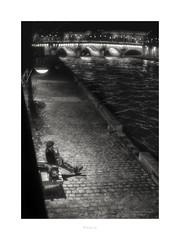 Paris n°180 (Nico Geerlings) Tags: seine parisatnight paris france nightphotography leicammonochrom ngimages nicogeerlings nicogeerlingsphotography 50mm summilux pontneuf grandsaugustines quai musician artist performing