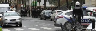 la nasse de 10 camions de crs pour 20 manifestants : le ridicule ne tue pas le gouvernement ça c'est certain ;)
