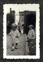 i gemelli a Vicenza - maggio 1936 (dindolina) Tags: photo fotografia blackandwhite bw biancoenero monochrome monocromo sepia seppia vintage family famiglia history storia gemelli twins italy italia veneto vicenza 1936 1930s thirties annitrenta