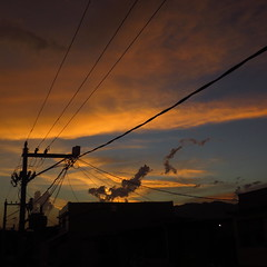 Sunset in São João de Meriti - Baixada Fluminense, Rio de Janeiro, Brasil. (Antonio_Dourado) Tags: canonsx50hs canon canonpowershotsx50hs canonsx50 canonpowershotsx50 canonpowershot brazil riodejaneiro baixadafluminense sunset pôrdosol sky céu clouds sãojoãodemeriti