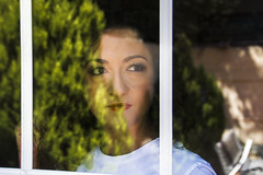 Y tu mirada... (Juanjo RS) Tags: juanjors ventana window nikond7100 nikon spain portrait retrato fotografia mirada ojos reflejos photography amateur