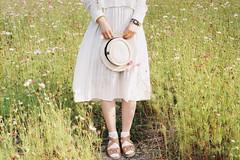 (Hsien hui Tsai) Tags: taiwan taipei film filmphotography nikon nikonem em kodak kodakcolorplus kodak200 leg shoes girl hat green plant hana flower 2018