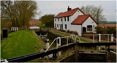 Gringley lock. (A tramp in the hills) Tags: lock gringley nottinghamshire canal